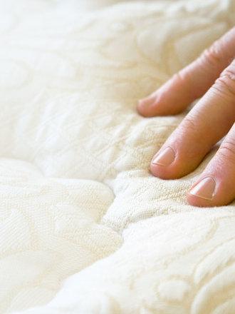 Jak wyczyścić plamy z moczu na materacu porada Tipy.pl