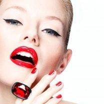 nakładanie szminki