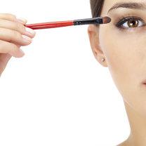 powiększanie oczu makijażem