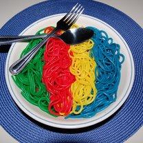 tęczowe spaghetti