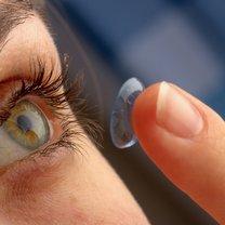 soczewki kontaktowe jak nosić