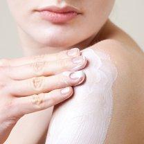 Szczególnie w okresie jesienno-zimowym nasza skóra wymaga solidnej pielęgnacji i ochrony przed zimnem...