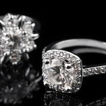 Już nasze babcie wiedziały, jak wielka moc drzemie w srebrze. Pięknie prezentuje się jako biżuteria...