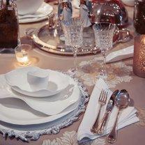 Savoir vivre to kodeks dobrych manier. Dotyczy wielu dziedzin, od reguł zachowania przy stole, przez...