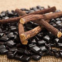 Brązowo - żółty korzeń lukrecji to nie tylko doskonały dodatek do herbat i cukierków, dzięki któremu...