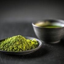 Przyrządzona na bazie zielonej herbaty lemoniada pozwoli ci nie tylko skutecznie pozbyć się zbędnych...