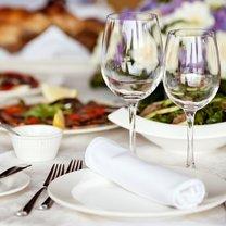 Spotkania przy stole to nieodłączna część życia biznesowego i towarzyskiego. Prawidłowe użycie...