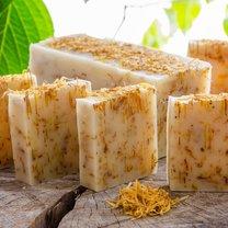 Tworzone na bazie naturalnych składników mydło kastylijskie może idealnie zastąpić klasyczne mydło...