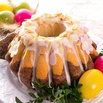 Baba drożdżowa polana lukrem lub posypana cukrem pudrem to jeden z najważniejszych symboli Świąt...
