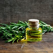 Ma charakterystyczny, wyrazisty aromat, działa antybakteryjnie, łagodzi bóle i pozytywnie wpływa na...