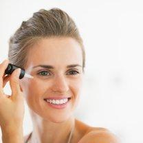 Domowe serum doskonale sprawdzi się w codziennej pielęgnacji każdego rodzaju skóry - tłustej czy...