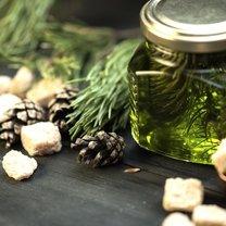 Syrop z pędów sosny znany jest ze swoich właściwości leczniczych i wzmacniających odporność. Znajdziemy...