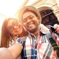 Zdjęcie nazywane selfie stało się tak bardzo popularne, że nikogo nie zdziwi już człowiek pozujący...