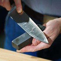 Co zrobić, gdy stępi nam się nóż, a nie mamy w domu odpowiedniego przyrządu do jego naostrzenia?...