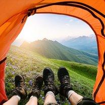 Wybierasz się po raz pierwszy na wakacje pod namiot i zupełnie nie masz pomysłu, co ze sobą zabrać?...