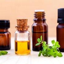 Obecnie coraz częściej zaleca się stosowanie naturalnych olejków do pielęgnacji cery. Dlaczego? Ponieważ...