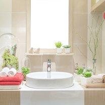 Łazienka to jedno z pomieszczeń domowych, którego przestrzeń powinna być zaaranżowana w bardzo praktyczny...