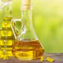 Olej rzepakowy w zestawieniu z innymi olejami roślinnymi wypada znakomicie i pod wieloma względami bije...