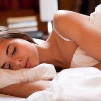 Zastanawiałaś się, dlaczego mimo zalecanej ilości godzin snu obudziłaś się niewyspana i z bólem...