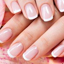 Codziennie zerkasz z podziwem na długie i pięknie pomalowane paznokcie koleżanki zza biurka? Irytujesz...