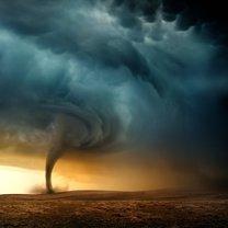 Tornado to gwałtownie wirująca kolumna powietrza, która jest jednocześnie w kontakcie z powierzchnią...