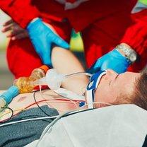 Ratownik medyczny to osoba, która w większości przypadków pojawia się na miejscu wypadku jako pierwsza...