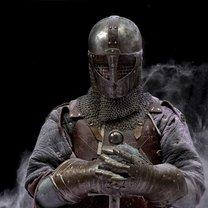 Rycerskość od zawsze utożsamiana była z odwagą, męstwem, honorem, żelaznymi zasadami i nieugiętym...
