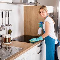 Domowe porządki nie należą do przyjemności, a największą zmorą jest gruntowne sprzątanie kuchni...