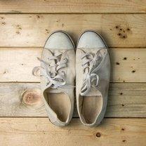 Białe buty niezmiennie cieszą się ogromną popularnością. Są nie tylko bardzo wygodne, ale i uniwersalne...