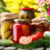 Latem i wczesną jesienią świeże owoce i warzywa mamy na wyciągnięcie ręki. Kupimy je tanio na targowiskach...
