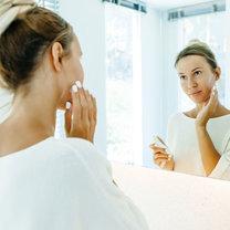 Pielęgnacja skóry twarzy wydaje się we współczesnym świecie prostym zabiegiem. Do dyspozycji jest...