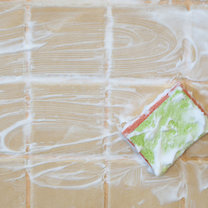 Czyszczenie fug w kuchni czy łazience to jedna z najbardziej znienawidzonych czynności. Szorowanie ich...