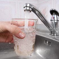 Dodawanie chloru do wody jest powszechnym sposobem jej uzdatniania. Dzięki niemu pozbywamy się chorobotwórczych...