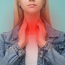 Gorączka reumatyczna to częste powikłanie po anginie wywołanej paciorkowcami. Dochodzi do niej, gdy...