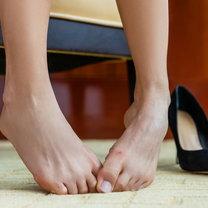 Po całym dniu chodzenia w butach, nasze stopy mogą wydzielać nieprzyjemny zapach. Problem jest szczególnie...
