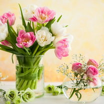Bukiet z pięknych, świeżych kwiatów potrafi nadać uroku każdemu wnętrzu. Kolorowe pąki wprawiają...