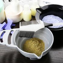 Henna to naturalny produkt stosowany w koloryzacji włosów, którym warto zastąpić chemiczne farby...