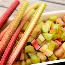 Rabarbar to warzywo o oryginalnym, kwaskowym smaku, które można wykorzystywać w kuchni na wiele sposobów...