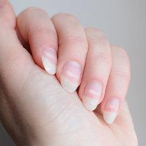 Zadbane paznokcie to wizytówka każdej osoby. Dlatego szczególną uwagę zwracamy na ich czystość...