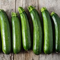 Cukinia jest w Polsce popularnym warzywem. Latem bez problemu można ją kupić na sklepach i targowiskach...