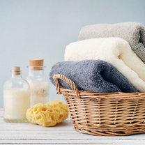 Każdy po kąpieli lub wzięciu prysznica marzy o otuleniu się w pachnący i puszysty ręcznik. Wydawać...