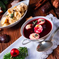 Wigilia nie może odbyć się bez tradycyjnych potraw, które przygotowywane są z ogromną starannością...
