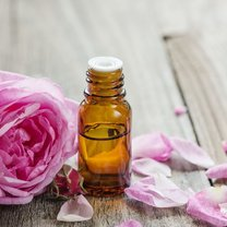 Olejek różany ma wiele zalet