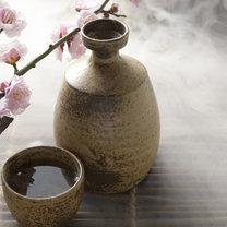 Sake jest tradycyjnym japońskim trunkiem, którego produkcja ma wielowiekową tradycję, a jego spożycie...