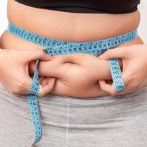 Duży brzuch najczęściej kojarzymy z otyłością, brakiem ruchu i niezdrowym odżywianiem się. Jest...